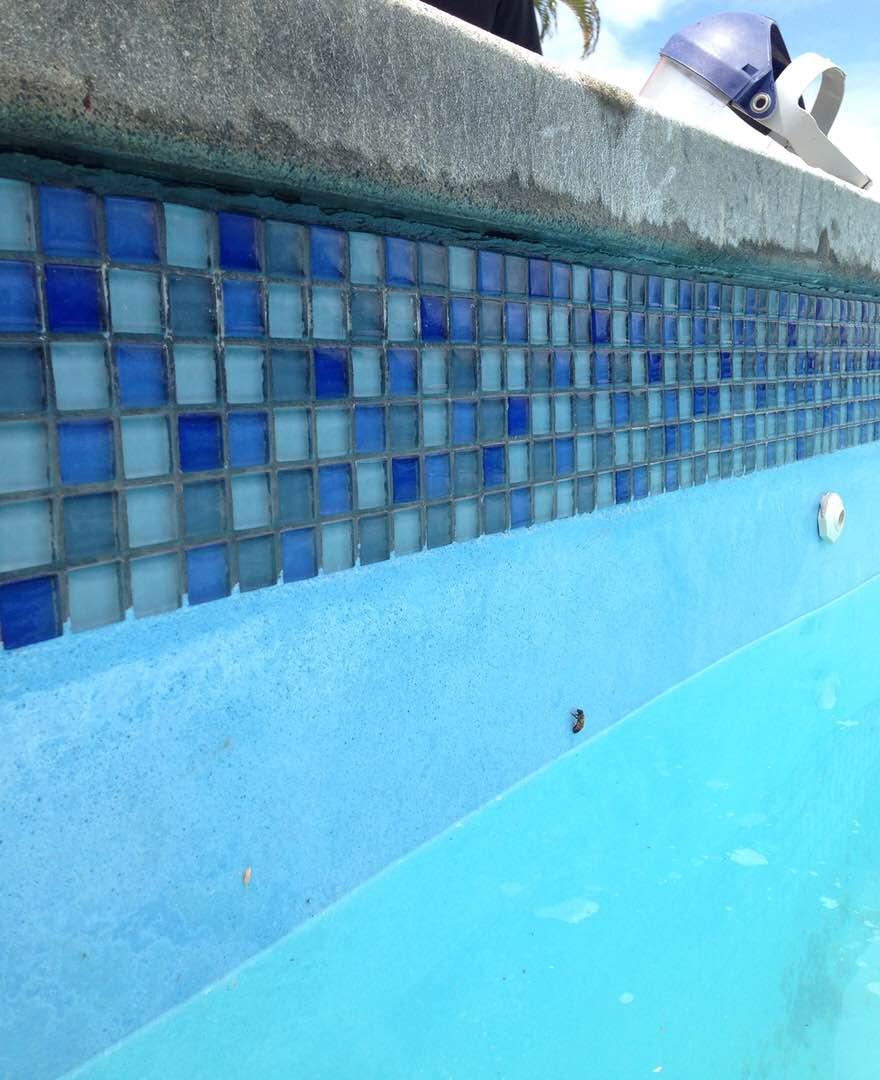 Nettoyage cryog nique droogijsstralen d capage sablage for Nettoyage dalle piscine